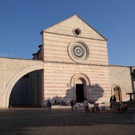 11Assisi_-_Basilica_di_Santa_Chiara